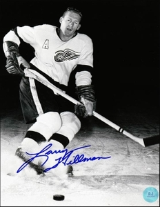 LARRY HILLMAN Detroit Red Wings SIGNED 8x10 Photo