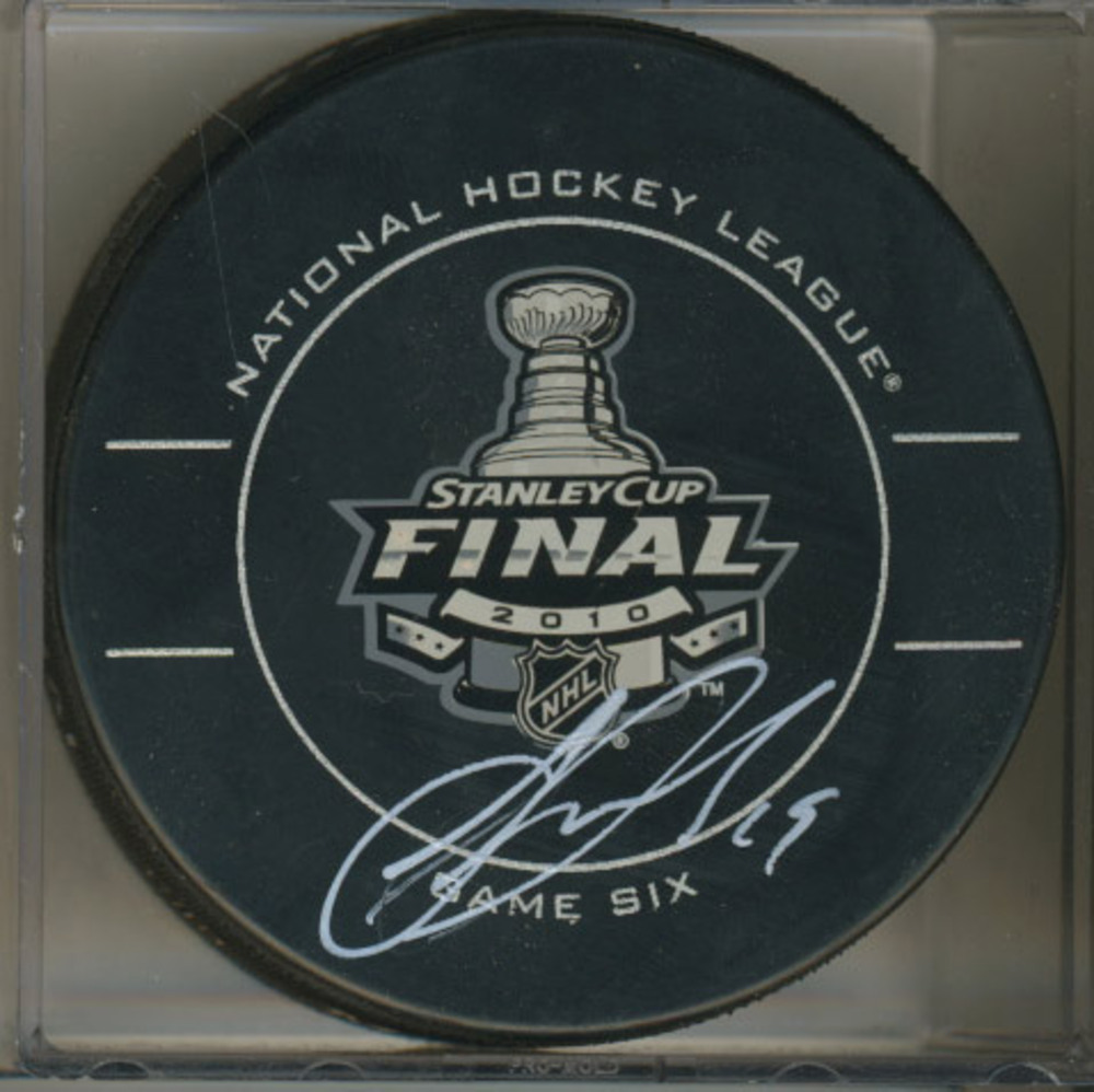 JONATHAN TOEWS Chicago Blackhawks 2010 Stanley Cup SIGNED Game 6 Puck