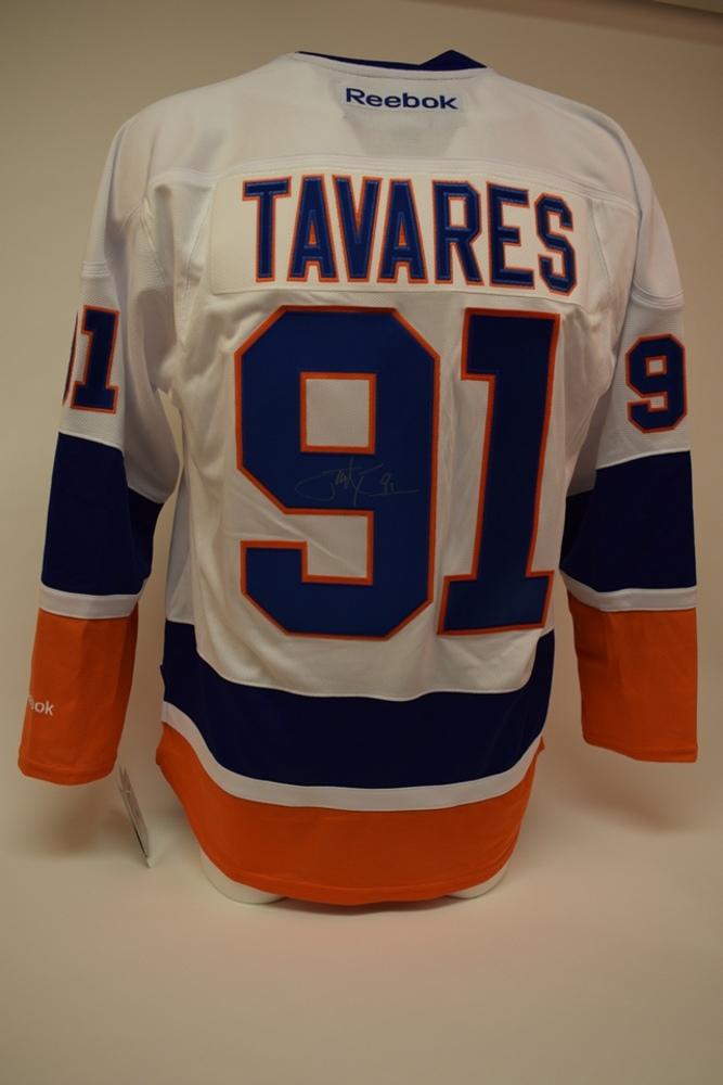 Chandail des Islanders de New York autographié par John Tavares | John Tavares autographed New York Islanders jersey