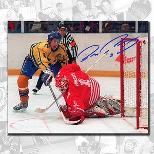 Peter Forsberg Team Sweden THE GOAL Autographed 8x10