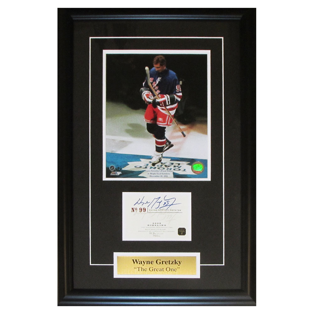 Wayne Gretzky Autographed 2009 Wayne Gretzky Estates Riesling Wine Label Framed New York Rangers Display