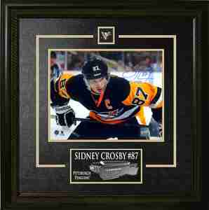 Sidney Crosby - Signed & Framed 8x10 Etched Mat - Pittsburgh Penguins Leaning 3rd Jersey