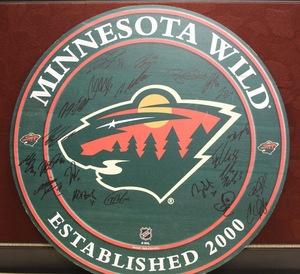 2015-16 Team Signed Round Wood Wall Plaque