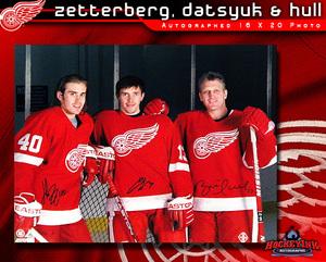 BRETT HULL, PAVEL DATSYUK, & HENRIK ZETTERBERG Signed Detroit Red Wings 16 X 20 Net Pose Photo