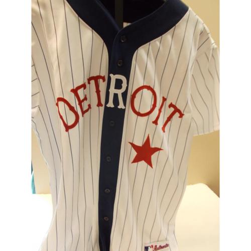 Photo of Game-Used Jarrod Saltalamacchia Detroit Stars 2016 Uniform