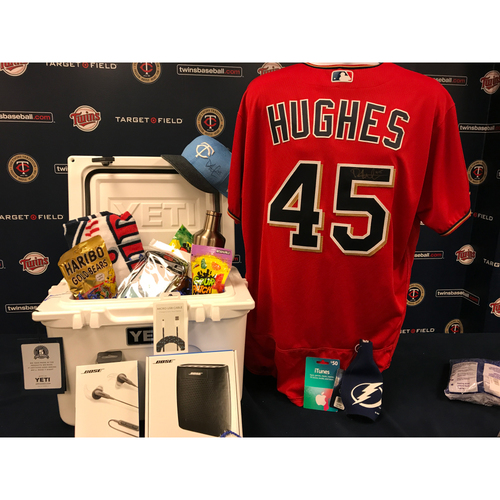 Photo of 2017 Twins Favorite Things Auction: Phil Hughes Favorite Things Basket