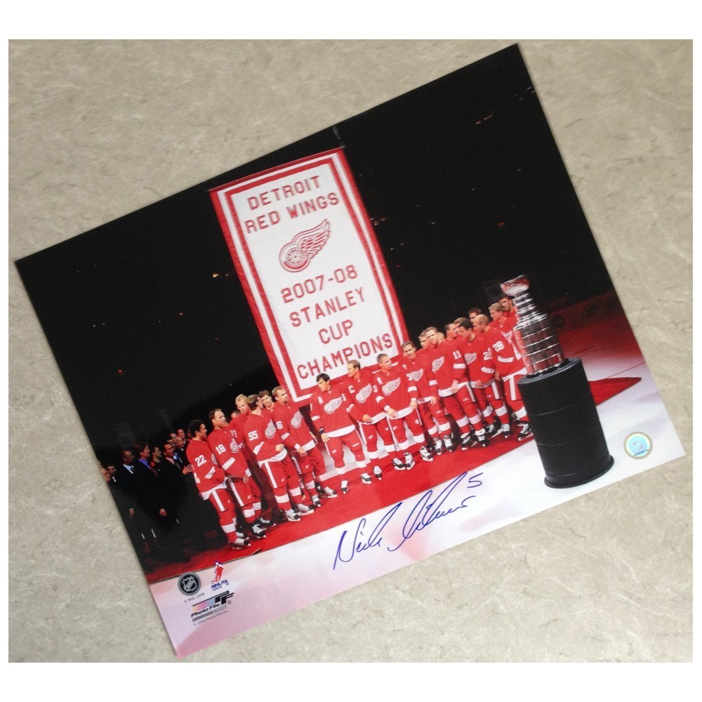 Nicklas Lidstrom Autographed Detroit Red Wings 2007-2008 Stanley Cup Banner Raising 16x20 Photo