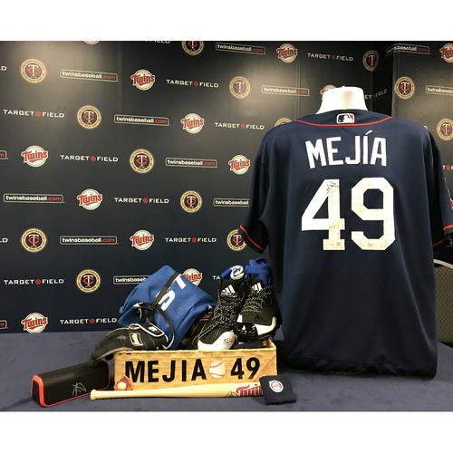 Photo of 2017 Twins Favorite Things Auction: Adalberto Mejia Favorite Things Basket