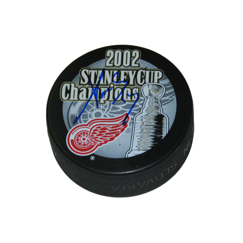 PAVEL DATSYUK Signed 2002 Stanley Cup Champions Puck - Detroit Red Wings