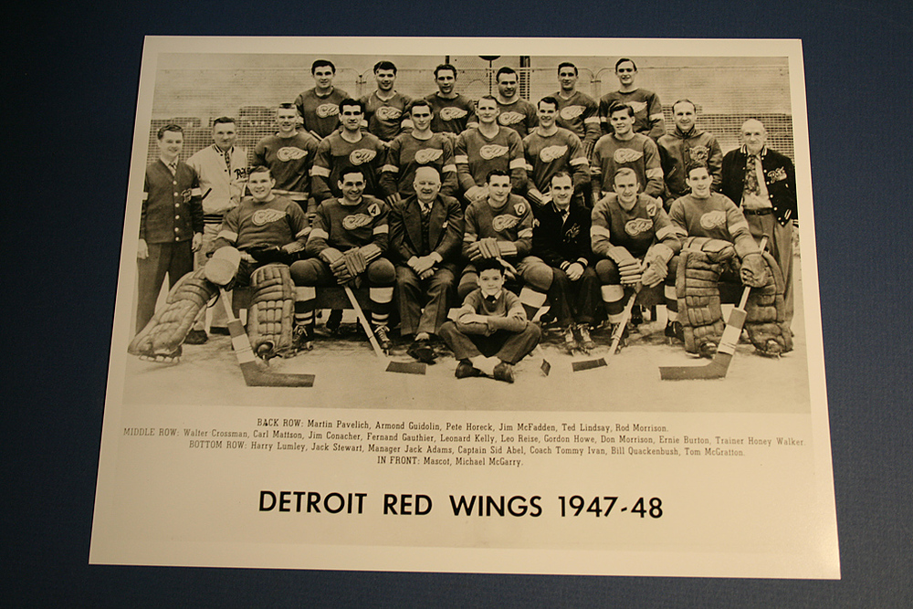 VINTAGE Detroit Red Wings 1947-1948 Team Photo