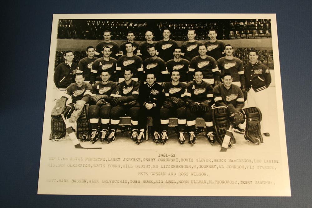 VINTAGE Detroit Red Wings 1961-1962 Team Photo