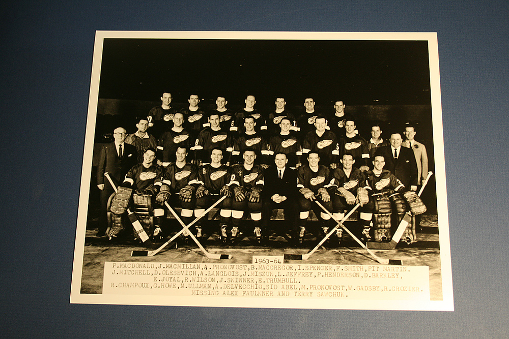 VINTAGE Detroit Red Wings 1963-1964 Team Photo