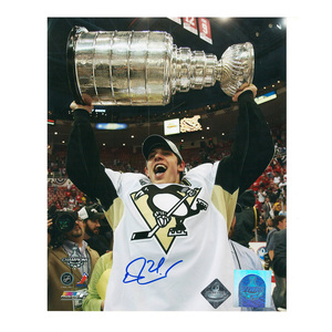 EVGENI MALKIN Signed Pittsburgh Penguins 8 X 10 Stanley Cup Photo - 70365