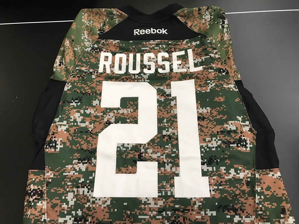 Dallas Stars, Antoine Roussel, warm-up autographed camo jersey