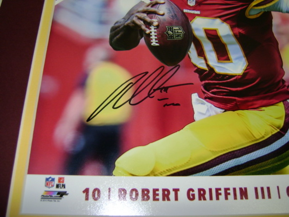 REDSKINS - ROBERT GRIFFIN III SIGNED AND MATTED 8X10 PHOTO