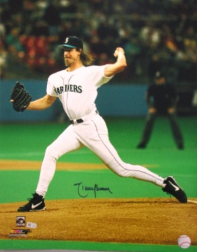 Photo of Randy Johnson Autographed 16x20