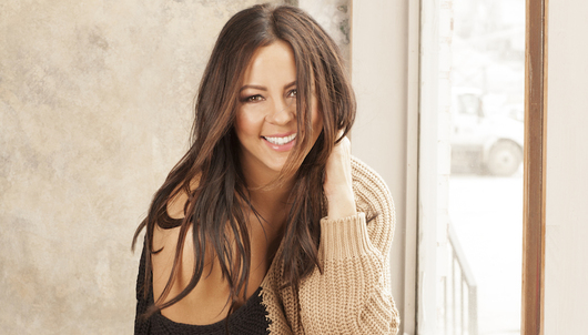 LIVE VIRTUAL ACOUSTIC PERFORMANCE WITH COUNTRY STAR SARA EVANS - PACKAGE 4 OF 6