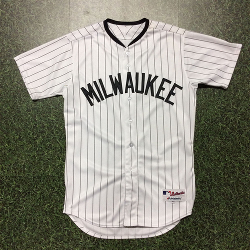Photo of Darnell Coles 2017 Milwaukee Bears Game-Used Jersey