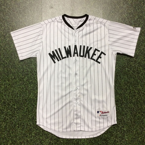 Photo of Hernán Pérez 2017 Milwaukee Bears Game-Used Jersey