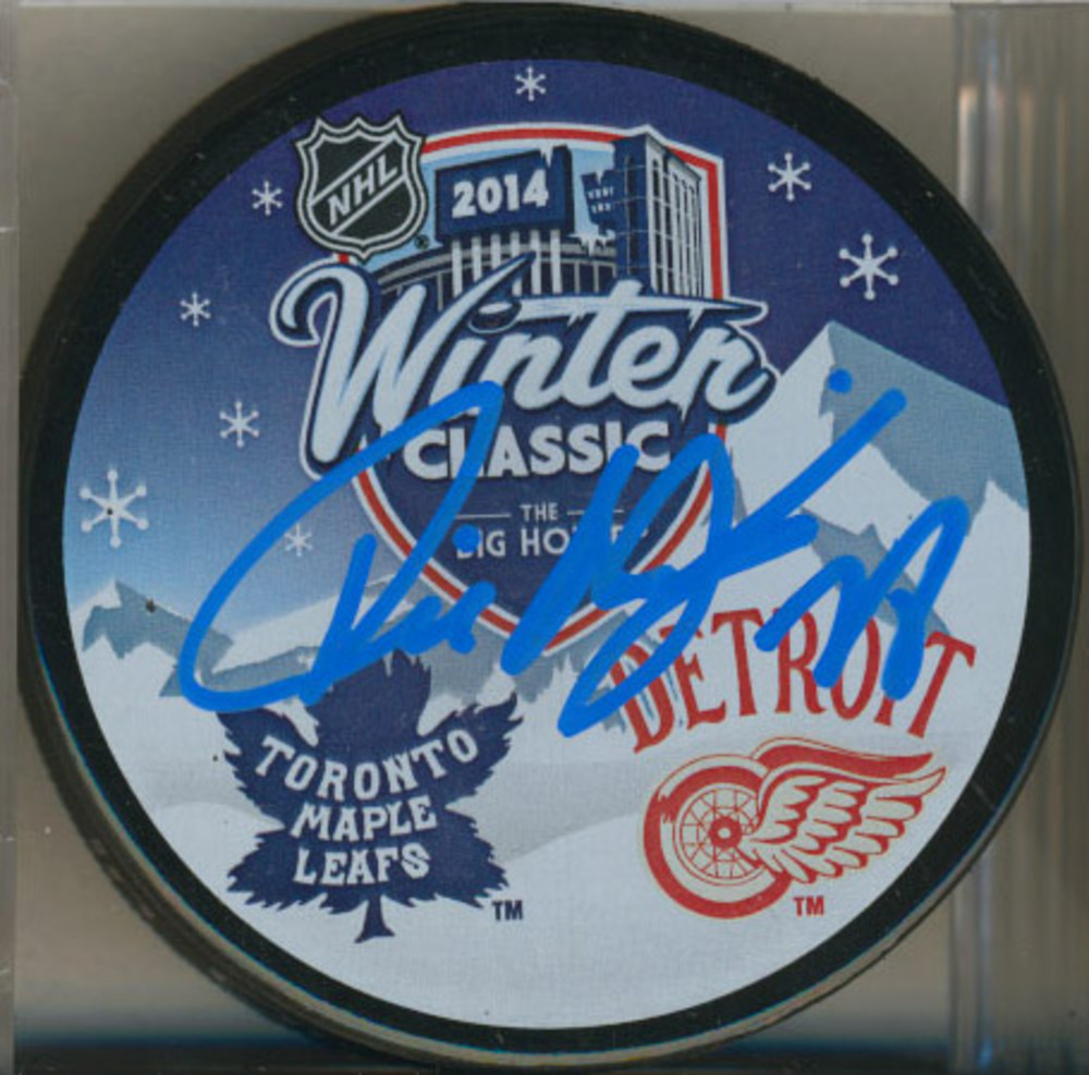 TIE DOMI Toronto Maple Leafs AUTOGRAPHED 2014 Winter Classic Puck