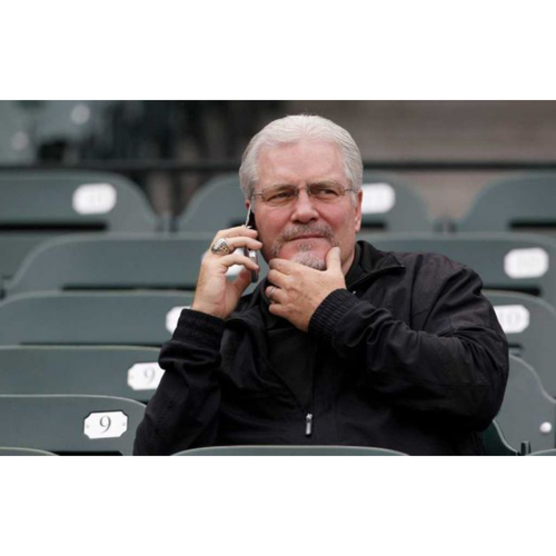 Photo of Giants Wives Auction: Pre-Game Booth Visit with Brian Sabean