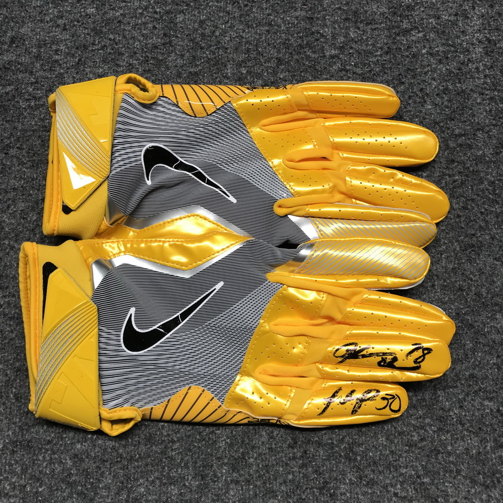 Crucial Catch - Raiders game issued gloves signed Jalen Richard and Justin Ellis (October 2017)