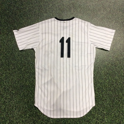 Photo of Darnell Coles 2018 Milwaukee Bears Game-Used Jersey