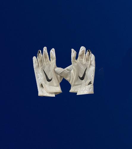 Robert Woods Game Used Gloves - (9/12/2021 VS. Chicago Bears)