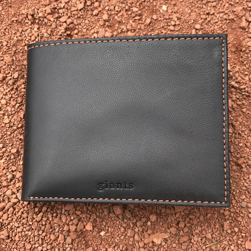 Photo of San Francisco Giants - Tokens and Icons - Game-Used Jersey Wallet
