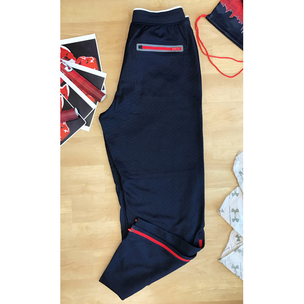 Photo of Men's Under Armour Sweatpants in size Large Loose fit