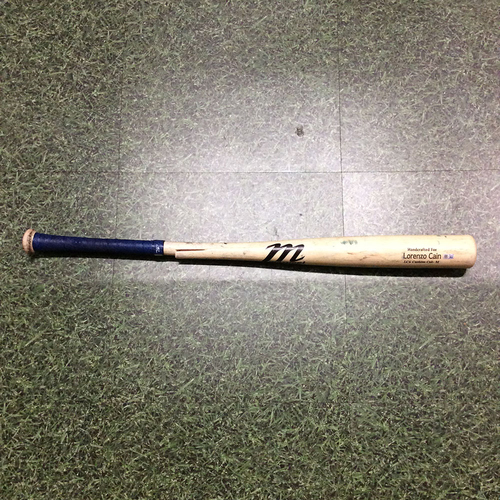Photo of Lorenzo Cain 09/08/19 Game-Used Cracked Bat