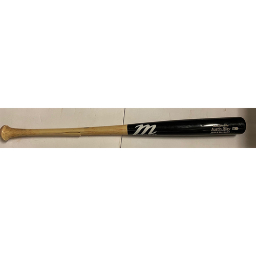 Photo of Austin Riley Game-Used Cracked Bat - April 14, 2021 - Hit Single off John Curtiss