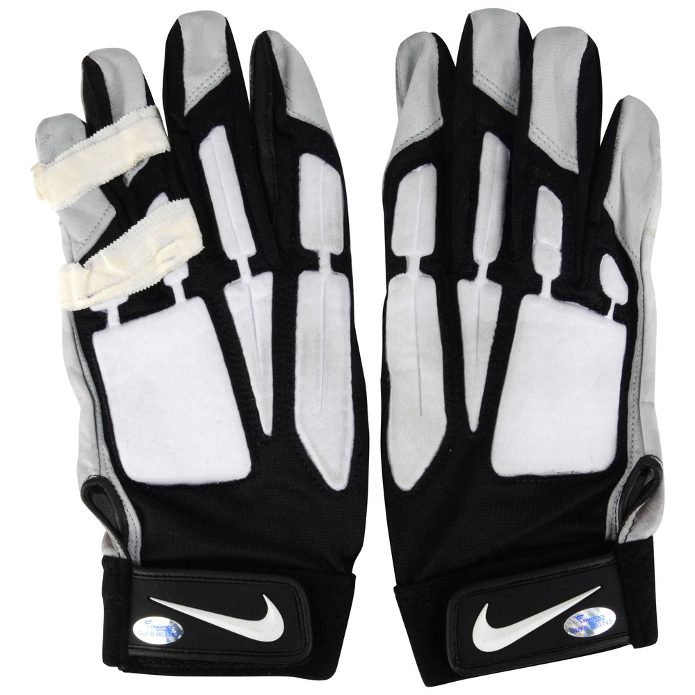 Josh Andrews Philadelphia Eagles Game-Used Black and Gray Nike Pair of Gloves vs Washington Redskins on December 26, 2015