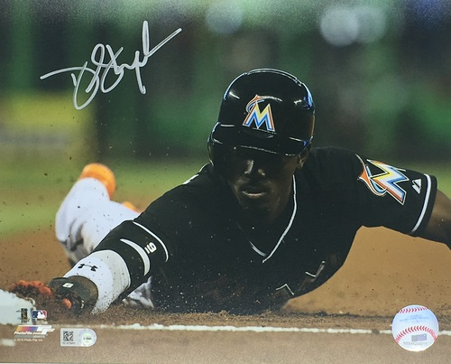 Photo of Dee Gordon Autographed 8x10