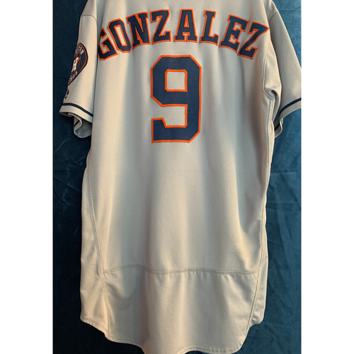 Photo of 2018 Game-Used Marwin Gonzalez Gray Road Jersey (Size 46)