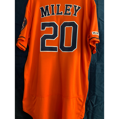 Photo of 2018 Game-Used Wade Miley Orange Alt Jersey (Size 48)