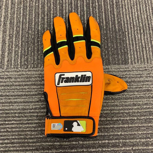 Photo of End of Year Auction - Team Issued Batting Glove - #8 Hunter Pence