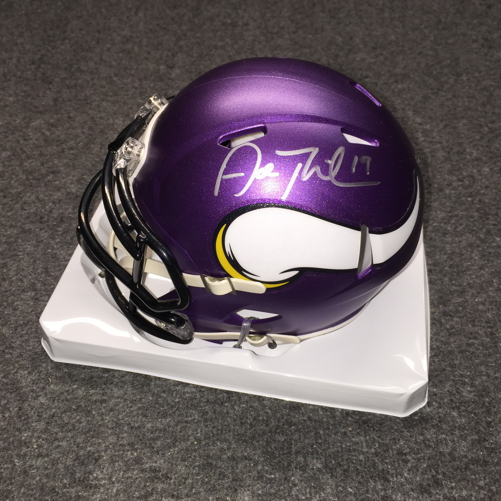 NFL - Vikings Adam Thielen signed Vikings mini helmet