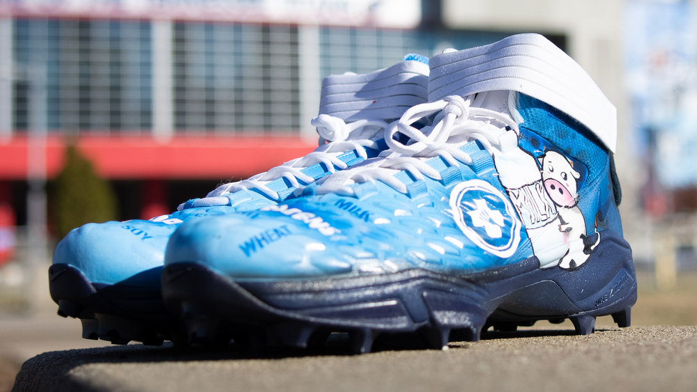 My Cause My Cleats -Titans Dennis Kelly Game Worn Custom Cleats - supporting FARE (Food Allergy Research & Education)