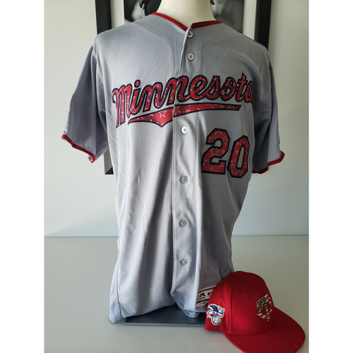 Photo of 2018 Game-Used Stars and Stripes Jersey + Cap - Eddie Rosario