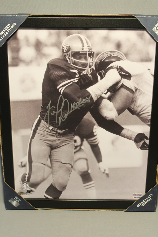 HOF - 49ERS FRED DEAN SIGNED 11X14 FRAMED PICTURE