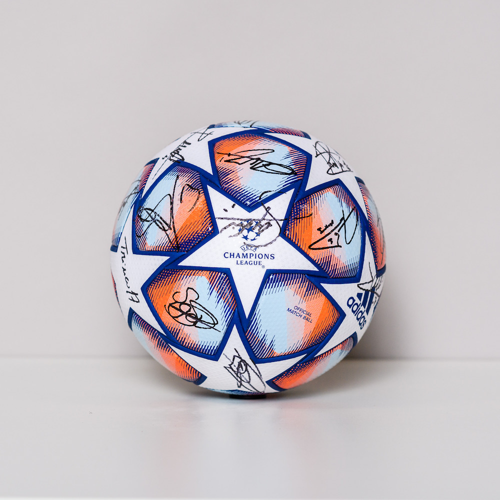20/21 Champions League ball - signed by the FC Barcelona Team