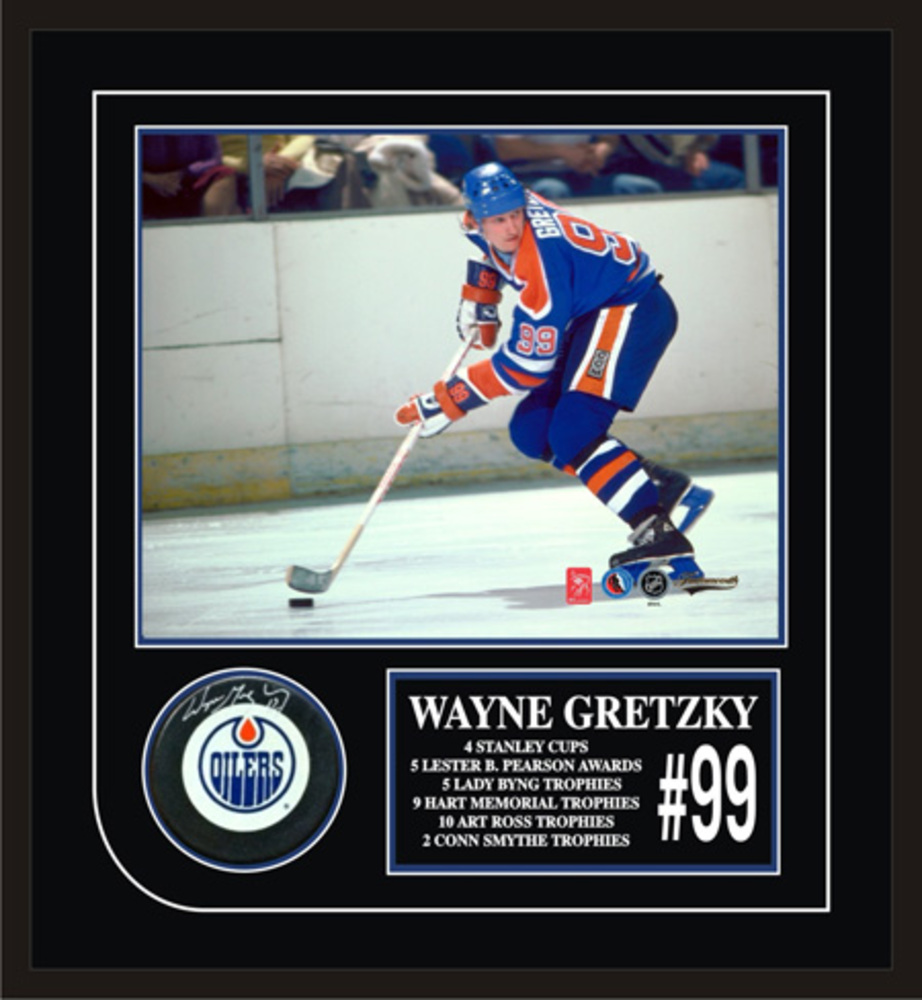 Wayne Gretzky Signed Framed Puck with Etched Mat Oilers