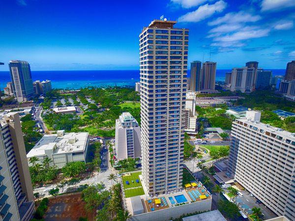 Clickable image to visit Holiday Inn Express® Waikiki Getaway for Two