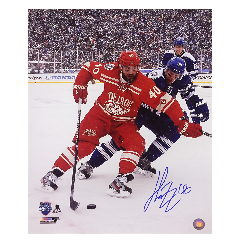 HENRIK ZETTERBERG Signed Detroit Red Wings 2014 Winter Classic 16 X 20 Photo - 79065