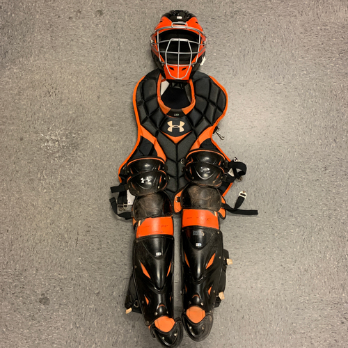 Photo of 2016 Game Used Catchers Gear used by #28 Buster Posey on 9/12 vs. San Diego Padres