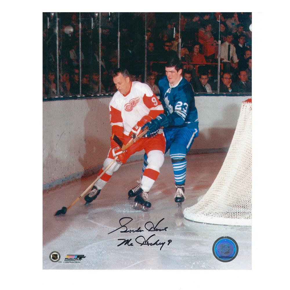 GORDIE HOWE Signed Detroit Red Wings 8 X 10 Photo - 70434