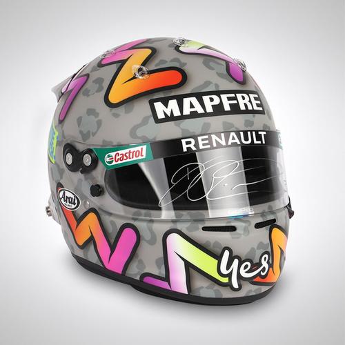 Photo of Daniel Ricciardo 2020 Signed 1:1 Replica Helmet