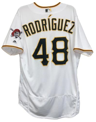 Photo of Richard Rodriguez 2018 Game-Used Jersey - 1.0 IP, 2 SO