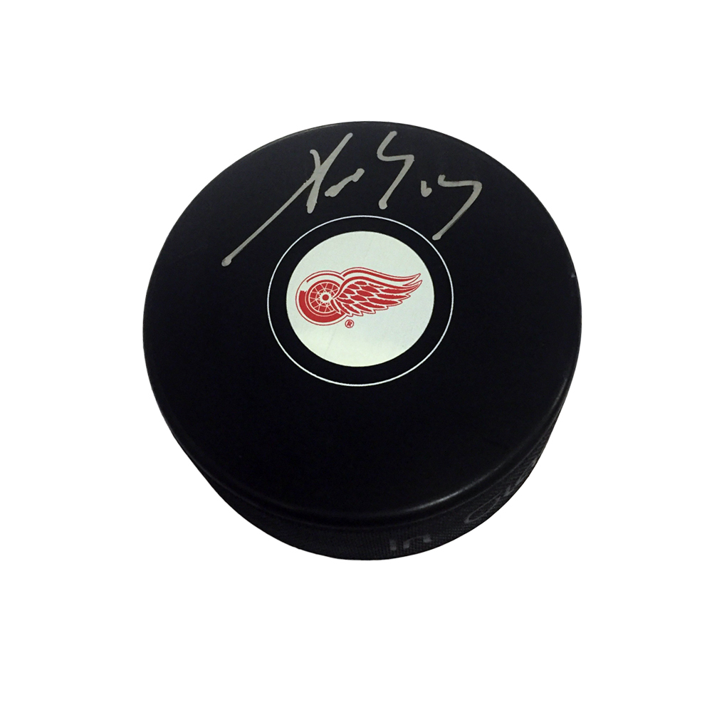 PAVEL DATSYUK Signed Detroit Red Wings Puck